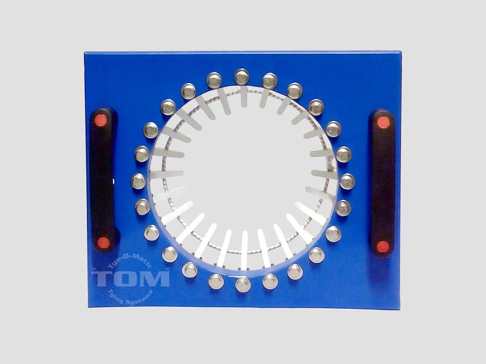 Dispositivo de agarre hecho de plástico para mallas cárnicas en tubos de 96 mm